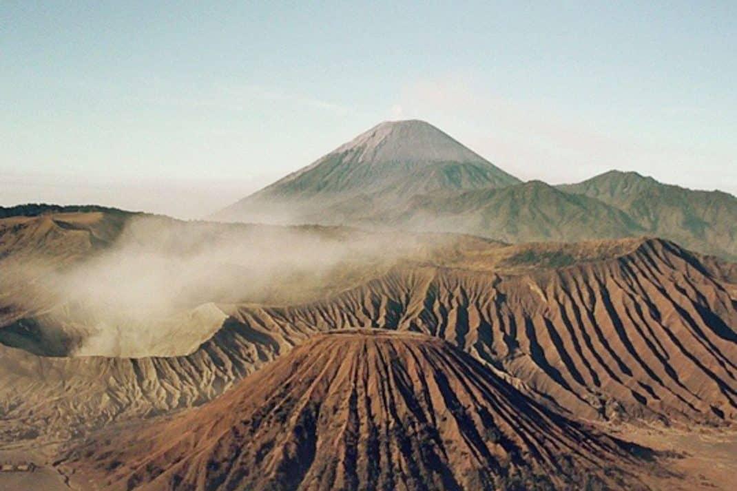 Das Bild zeigt einen Vulkan symbolisch für IT-Notfallmanagement.